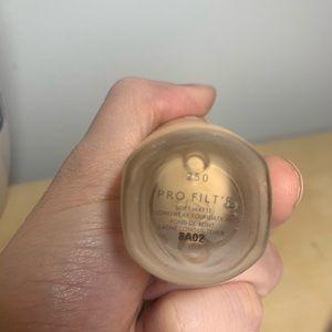 Fenty Beauty Makeup - Pro Filt'r Soft Matte Long Wear foundation 250